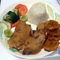 Filete de pescado en salsa de maní